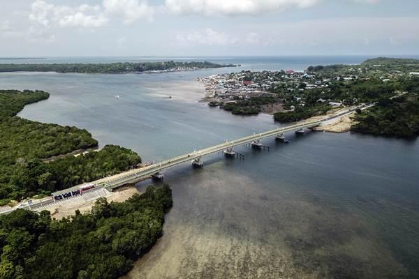 Ilustrasi-Foto aerial jembatan Leta Oar Ralan di Tanimbar Utara, Kabupaten Maluku Tenggara Barat, Provinsi Maluku, Kamis (10/1/2019). - ANTARA/Arief BM