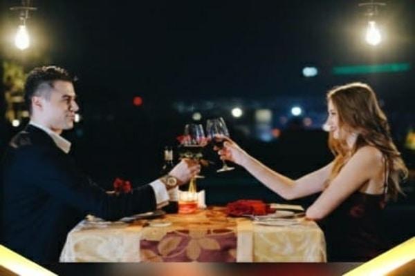 PO Hotel Semarang menawarkan suasana berbeda dalam perayaan malam Valentine. Konsep yang disajikan adalah makan malam romantis di atas kolam renang.