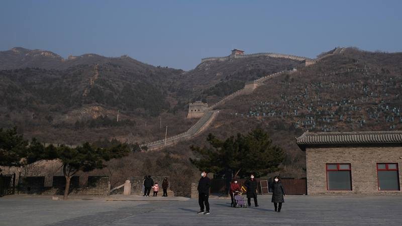 Pengunjung Tembok Raksasa China mengenakan masker. - Istimewa