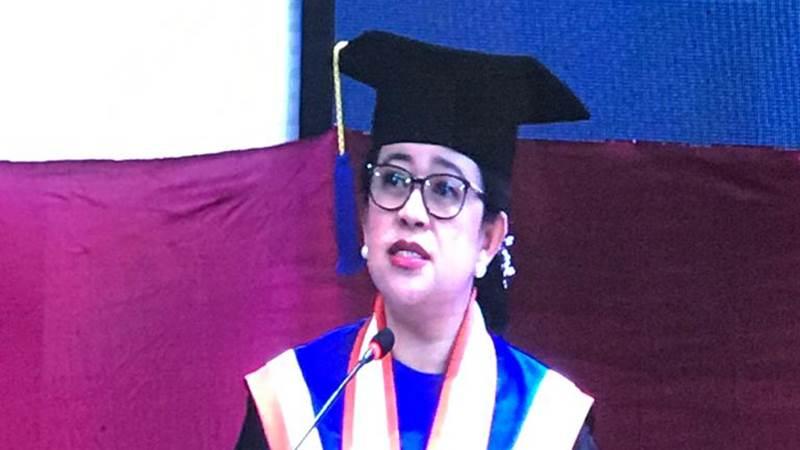 Ketua DPR Puan Maharani saat menyampaikan pidato dalam prosesi penganugerahan gelar Doktor Honoris Causa dari Universitas Diponegoro - Bisnis/Arief Budisusilo
