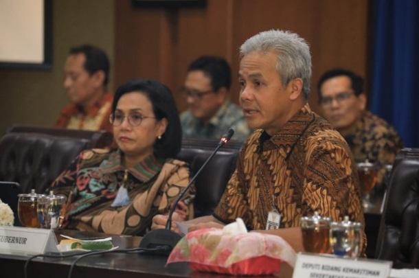 Gubernur Jateng Ganjar Pranowo saat rapat dengan Menteri Keuangan Sri Mulyani.