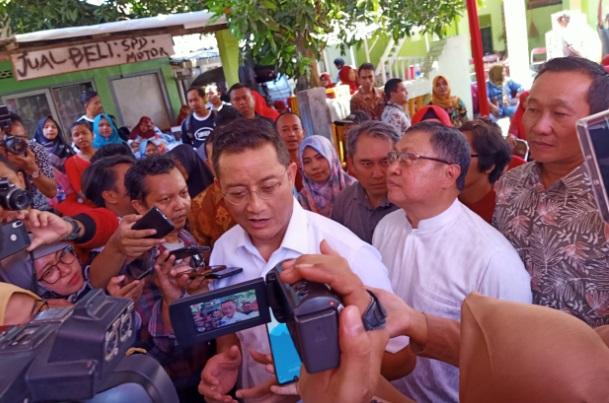 Menteri Sosial Juliari P Batubara saat memberikan keterangan kepada wartawan. - Bisnis/Alif Nazzala Rizqi