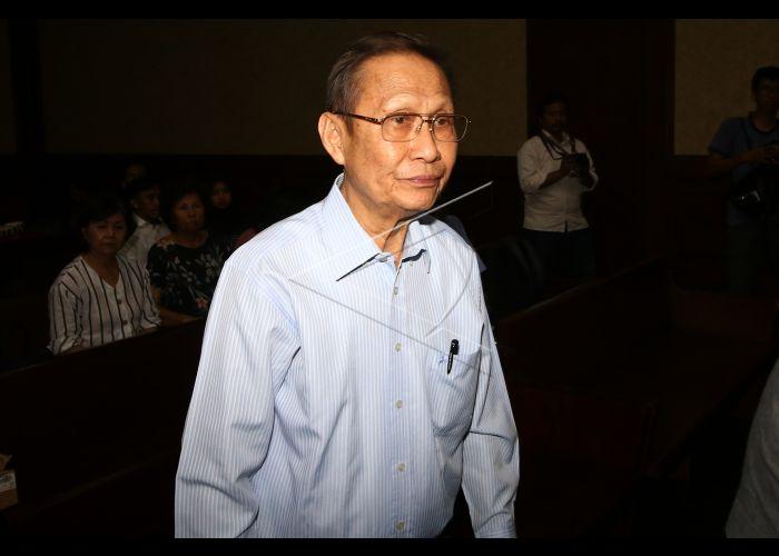 Terdakwa kasus suap distribusi gula Pieko Njoto Setiadi bersiap menjalani sidang lanjutan di Pengadilan Tipikor, Jakarta, Senin (2/12/2019). Sidang tersebut beragenda mendengarkan keterangan saksi yang dihadirkan Jaksa Penuntut Umum (JPU) KPK. ANTARA FOTO/Rivan Awal Lingga -
