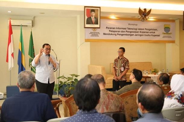 Sekretaris Kementerian Koperasi dan UKM Rully Indrawan dalam workshop Koperasi Pegawai Pemerintah Kota Bandung (KPKB) di Bandung - Bisnis/Dea Andriyawan