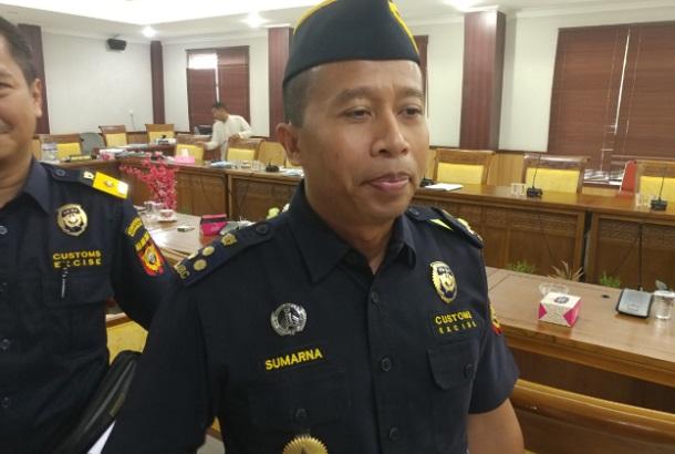 Kepala Bidang BKLI BC Batam Sumarna saat ditemui di DPRD Kota Batam. - Bisnis/Bobi Bani
