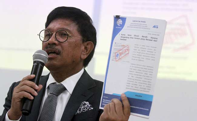Menteri Komunikasi dan Informatika Johnny G Plate memberikan keterangan saat konferensi pers Komunikasi Publik Penanganan Virus Corona di Jakarta, Senin (3/2). Bisnis - Arief Hermawan P