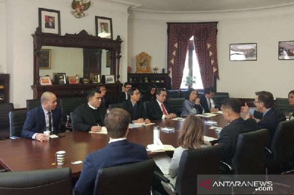 Menteri Perdagangan Agus Suparmanto (dasi merah) dalam diskusi dengan pengusaha AS yang tergabung dalam US ASEAN Business Council di Washington DC, Jumat (14/2/2020). ANTARA - Ade Irma Junida