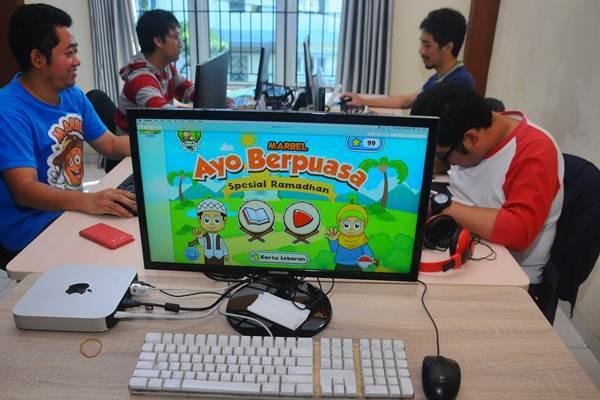 Pekerja kreatif mendesain animasi saat membuat game edukasi Islami, di Salatiga, Jawa Tengah, Selasa (30/5). - Antara/Aloysius Jarot Nugroho