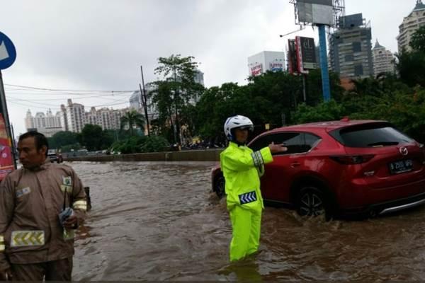 Ilustrasi - Banjir 30 cm di Jl Boulevard Barat  Jakarta Utara, Kamis (15/2/2018). - Twitter @TMC Polda Metro Jaya