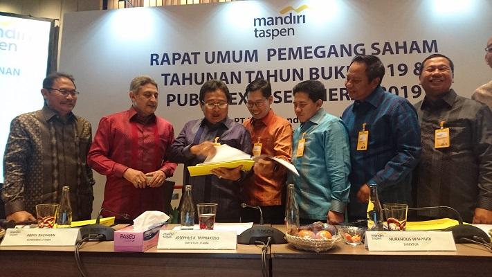 Jajaran direksi dan komisaris Bank Mantap usai RUPST di Jimbaran, Bali