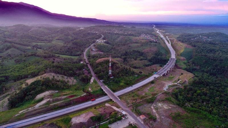 Foto udara jalan tol ruas Bakauheni-Terbanggi Besar, sepanjang 149,9 km, yang merupakan bagian dari Trans Sumatra, di Lampung, Senin (29/4/2019)./JIBI - Bisnis/Abdullah Azzam
