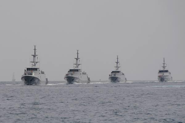 ejumlah armada perang milik TNI AL melakukan gladi Sailing Pass di lokasi Sail Tomini, pantai Kayubura, Pelawa Baru, Parigi Moutong, Sulawesi Tengah, Rabu (16/9).  - Antara