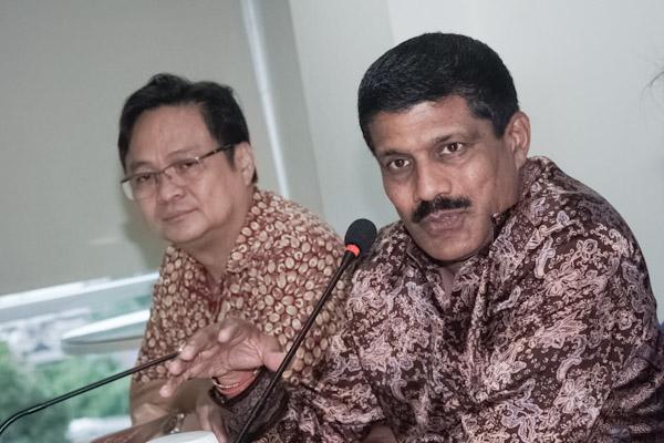 Ketua Asosiasi Pertekstilan Indonesia (API) Jemmy Kartiwa Sastraatmaja (kiri) dan Asosiasi Produsen Serat dan Benang Filamen Indonesia (APSyFI) Ravi Shankar (kanan), melakukan audiensi dengan Redaksi Bisnis Indonesia, Rabu (19/2/2020).  -  Bisnis / Himawan L. Nugraha