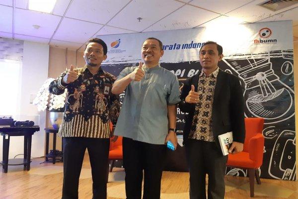Direktur Utama PT Barata Indonesia (Persero), Fajar Harry Sampurno (tengah) berpose usai acara Ngopi BUMN di Jakarta, Jumat (21/2/2020). - Dhiany Nadya Utami