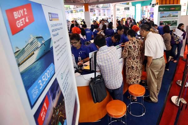 Pengunjung memadati Astindo Travel Fair 2018 di Jakarta, Jumat (2/3/2018). - JIBI/Abdullah Azzam