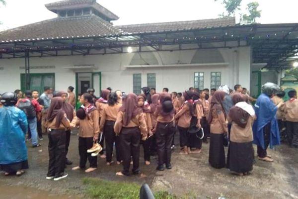 Kondisi siswa-siswa Sekolah Menengah Pertama Negeri (SMPN) 1 Turi usai melakukan susur sungai. - istimewa