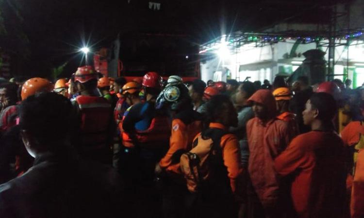 Proses pencarian siswa SMPN 1 Turi korban terseret arus banjir Sungai Sempor, Sleman pada Jumat (21/2/2020). - Antara/HO