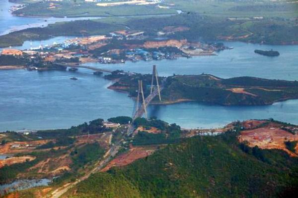 Jembatan Tengku Fisabilillah atau dikenal dengan Jembatan Barelang terlihat dari udara di Batam, Kepulauan Riau, Minggu (9/4). - JIBI/Dwi Prasetya