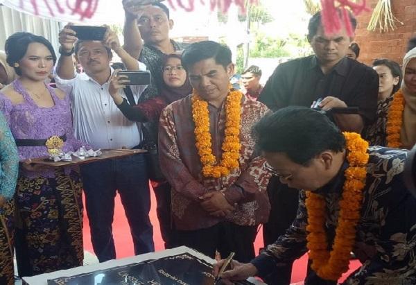 Direktur Utama PT Sucofindo (Persero) Bachder Djohan Buddin saat meresmikan kantor cabang Sucindo Denpasar