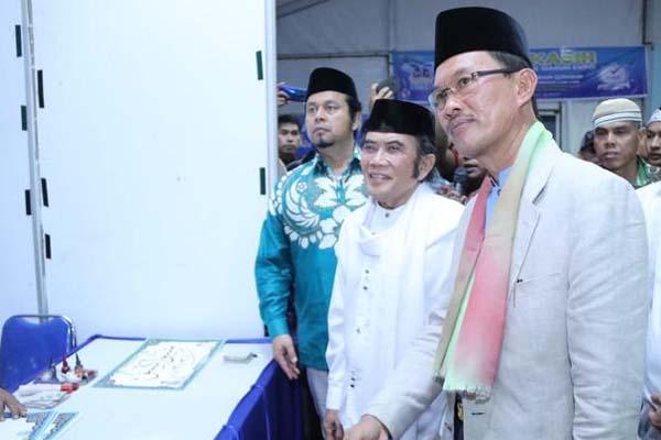 Wali Kota Palembang Harnojoyo (dari kanan) bersama Rhoma Irama saat pembukaan Musabaqah Tilawatil Quran (MTQ) tingkat Kota Palembang. - Istimewa