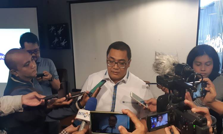 Direktur Eksekutif Median Rico Marbun usai memaparkan hasil survei bertajuk