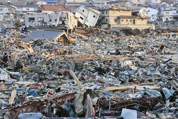 Ilustrasi - Bangunan yang porak-poranda akibat gempa bumi 9 Skala Richter (SR) yang memicu tsunami di Onagawa, Prefektur Miyagi, Jepang, pada 11 Maret 2011. - Bisnis/Reuters