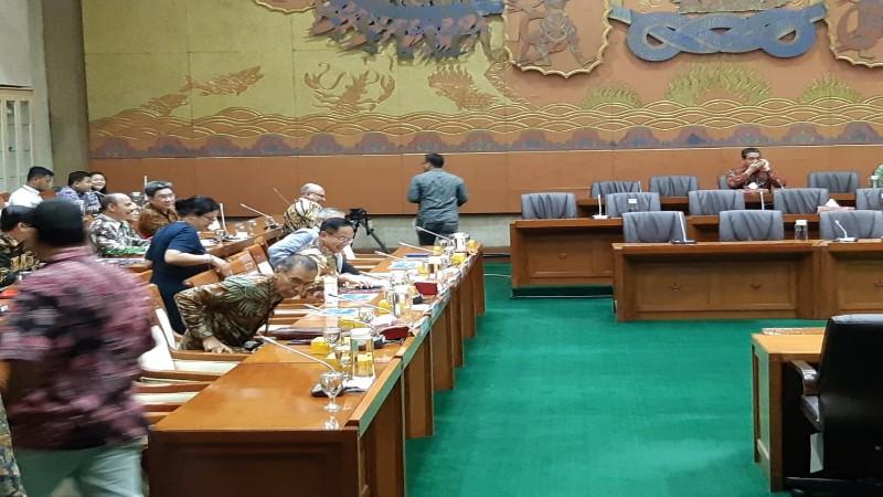 Jajaran Direksi PT Asuransi Jiwasraya (Persero) dan Kementerian BUMN bersiap melakukan rapat kerja dengan Komisi VI DPR RI terkait penyelesaian gagal bayar perusahaan - Bisnis / Wibi Pangestu