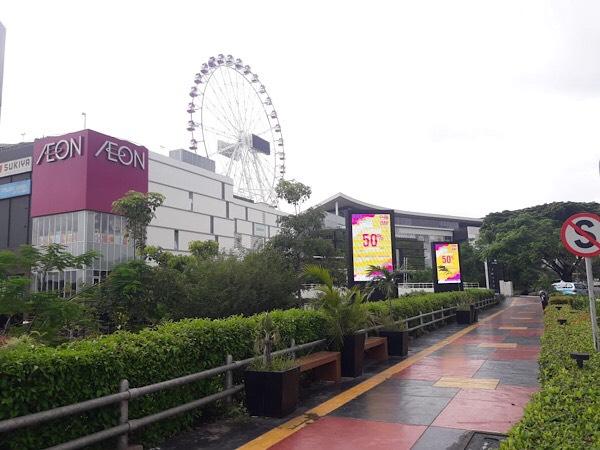 AEON Mall Jakarta Garden City di Jakarta Timur tetap beroperasi meski sempat ada aksi penggerudukan warga yang menuding keberadaan mal tersebut sebagai penyebab banjir di permukiman warga, Selasa (25/2/2020) - Bisnis/Istimewa