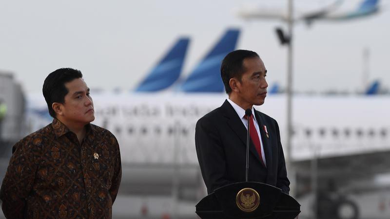 Presiden Joko Widodo (kanan) bersama Menteri BUMN Erick Thohir saat peresmian landasan pacu tiga Bandara Internasional Soekarno-Hatta (Soetta), East Connection Taxiway (ECT), terminal tiga dan gedung VIP Bandara Soekarno-Hatta di Tangerang, Banten, Kamis (23/1/2020). -  FOTO / Puspa Perwitasari