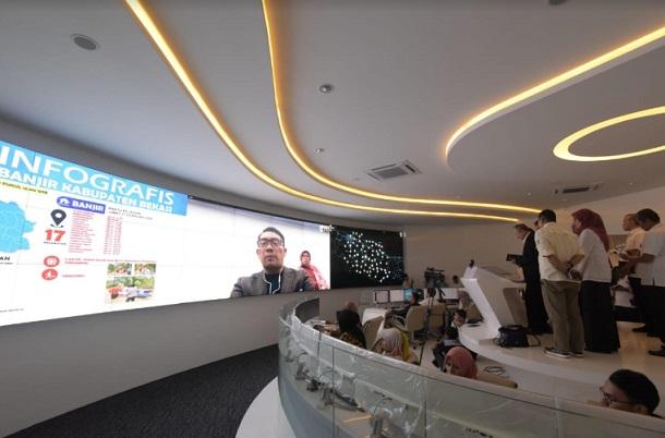 Gubernur Jabar Ridwan Kamil saat video conference dari Australia ke Sekretaris Daerah Jabar Setiawan Wangsaatmaja di Jabar Command Center. - Istimewa