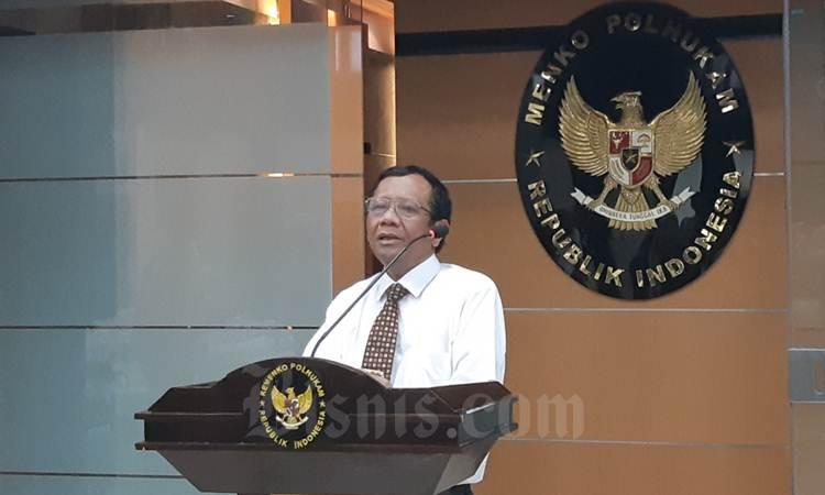 Menko Polhukam Mahfud MD saat memberikan penjelasan kepada wartawan, Rabu (26/2/2020) - Bisnis/Nindya Aldila