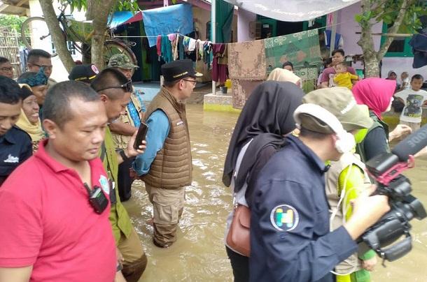 Gubernur Jabar Ridwan Kamil saat memantau lokasi terdampak banjir di Subang - Istimewa