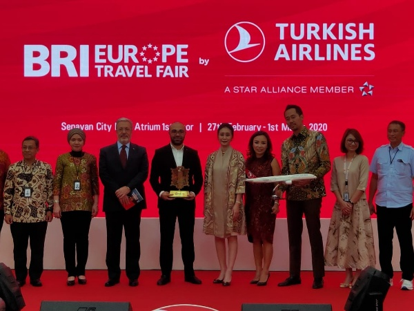 Fatih Guldas /general manager turkish airlinesHandayani /director of consumer business bank briHis excellency Mahmut erol kilic /ambassador of turkey