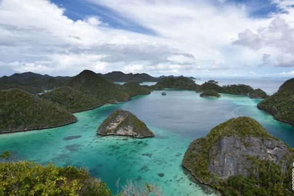 pulau-pulau karst di Wayaq, Raja Ampat - Antara