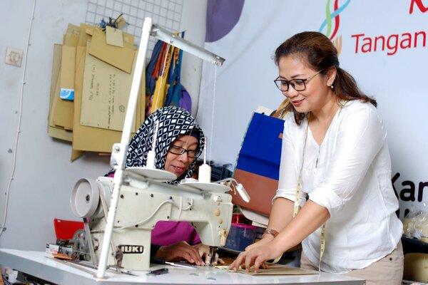 UKM kerajinan tangan di Semarang salah satu penerima dana kemitraan Pertamina. - Ist