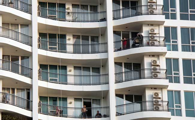 Ilustrasi - Sejumlah penghuni berada di apartemen, Jakarta. Bisnis - Himawan L Nugraha