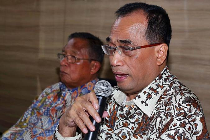 Menteri Perhubungan Budi Karya Sumadi (kanan) - Bisnis/Abdullah Azzam