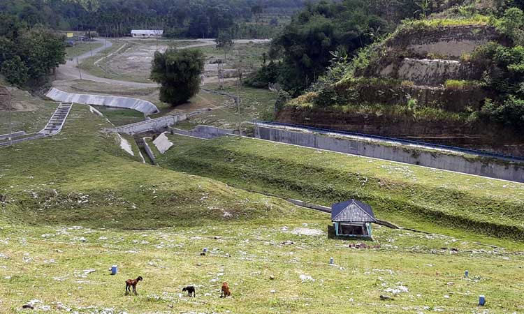 Suasana di Bendungan Rajui, Aceh, Sabtu (22/2 - 2020). Bendungan ini berkapasitas 2,67 juta meter kubik  untuk mengairi areal persawahan seluas 1.000 hektare yang berlokasi di Kabupaten Pidie yang telah diselesaikan pembangunannya pada 2016. Kementerian PUPR menargetkan delapan bendungan yang menjadi Program Strategis Nasional (PSN)  dapat rampung pada 2020. Bisnis/Agne Yasa.