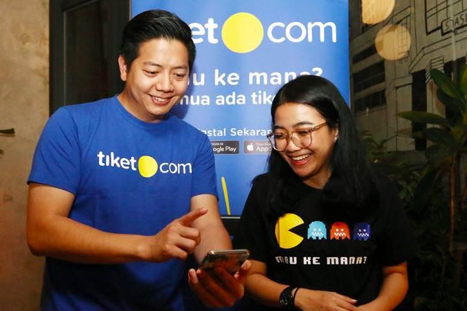 Chief Marketing Officer & Co-Founder tiket.com Gaery Undarsa (kiri) berbincang dengan VP Brand Marketing Maria Risa Puspitasari, di Jakarta, Senin (20/5/2019). - Bisnis/Abdullah Azzam