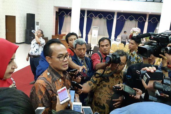 Sekretaris Menteri Koordinator (Menko) Bidang Perekonomian Susiwijono Moegiarso memberikan keterangan kepada wartawan ketika ditemui usai talkshow