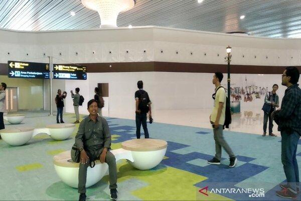 Suasana khas Yogyakarta terlihat di Bandara Internasional Yogyakarta, Kabupaten Kulon Progo. - Antara/Sutarmi