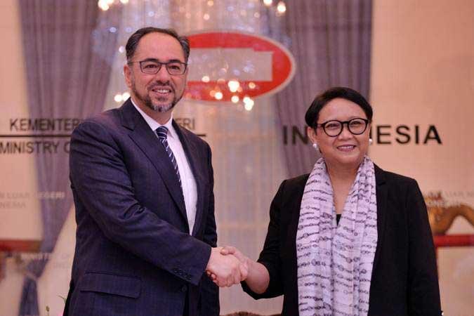 Menteri Luar Negeri Retno Marsudi (kanan) menerima kunjungan Menteri Luar Negeri Afghanistan Salahuddin Rabbani di Gedung Pancasila, Kementerian Luar Negeri, Jakarta, Jumat (15/3/2019). - ANTARA/Aprillio Akbar