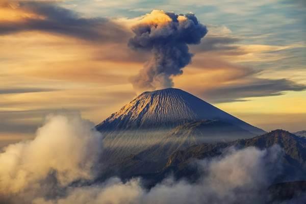 Gunung Semeru. - wikipedia