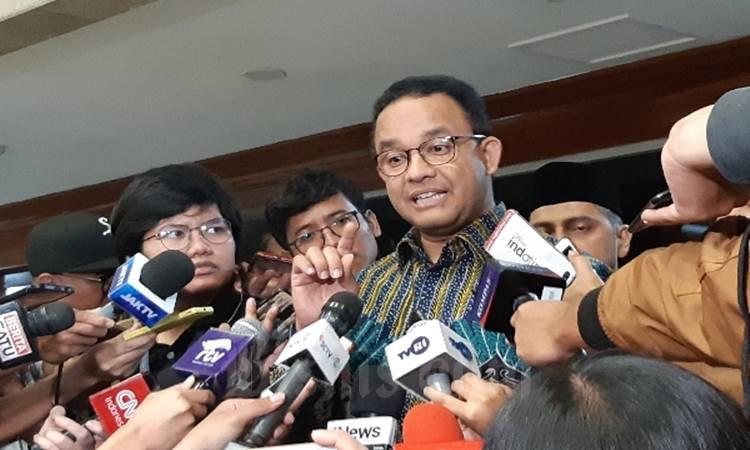 Gubernur DKI Jakarta Anies Baswedan menjawab pertanyaan wartawan usai rapat dengar pendapat (RDP) dengan Komisi X DPR RI, Kamis (27/2/2020). JIBI - Bisnis/Aziz Rahardyan.