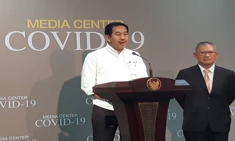 Juru bicara pemerintah untuk penanganan virus corona atau COVID-19 Achmad Yurianto (kanan) dan Dirut PT Angkasa Oura II M Awaluddin memberi keterangan soal penanganan virus corona di Indonesia di Istana Presiden, Senin (9/3/2020). JIBI - Bisnis/ M Khadafi