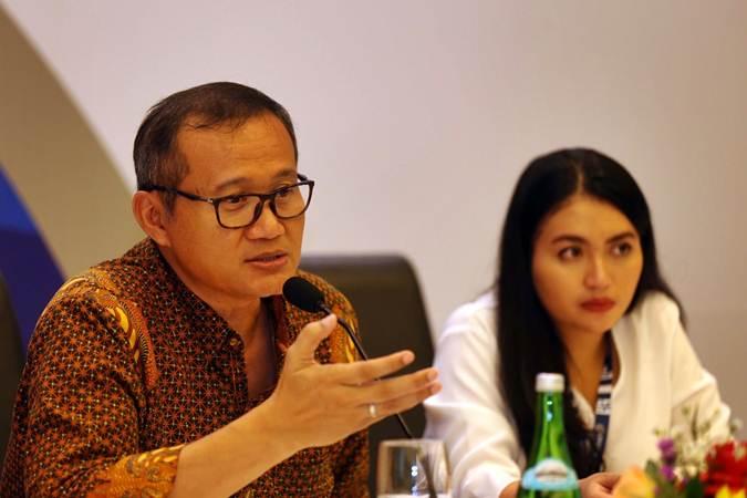 Direktur Pengembangan Bisnis PT Urban Jakarta Propertindo Tbk (URBN) Tri Rachman Batara (kiri) didampingi Corporate Secretary Staff  Shinta T. Sutrisno memberikan penjelasan usai RUPST/RUPSLB di Jakarta, Jumat (5/3/2019). - Bisnis/Nurul Hidayat