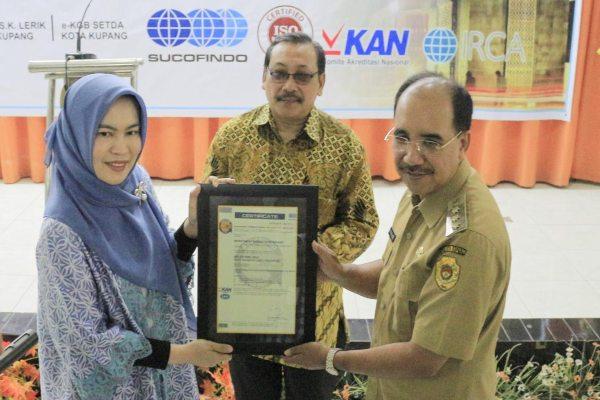 Pemerintah Kota Kupang memperoleh sertifikat Sistem Manajemen Mutu SNI ISO 9001: 2015 dari PT Sucofindo (Persero) pada 9 Maret 2020. - istimewa