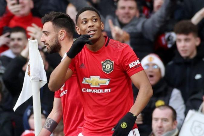 Selebrasi penyerang Manchester United Anthony Martial usai cetak gol ke gawang Manchester City - Antara.