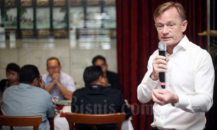 Presiden Direktur PT Michelin Indonesia (Michelin) Steven Vette menjelaskan rencana bisnis michelin tahun 2020 di Jakarta, Selasa (10/3/2020). Anak grup perusahaan asal Prancis tersebut ingin memaksimalkan potensi sejumlah pabrik Multistrada di Indonesia pasca melakukan akuisisi 80 persen saham PT Multistrada Arah Sarana Tbk. Bisnis - Abdullah Azzam