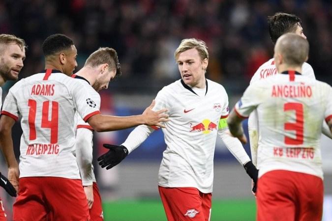 Gelandang serang RB Leipzig Emil Forsberg (ketiga kanan) melakukan selebrasi bersama rekan-rekannya seusai mencetak gol ketiga timnya ke gawang Tottenham Hotspur dalam laga leg kedua babak 16 besar Liga Champions di Stadion Red Bull Arena, Leipzig, Jerman, Selasa (10/3/2020) waktu setempat - Antara.